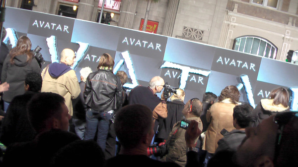 "Blue carpet arrivals in front of Chinese Theater for Hollywood premiere of ""Avatar."""